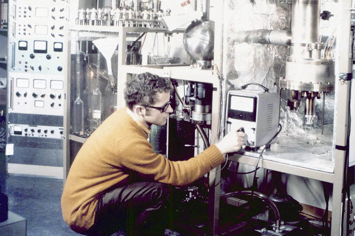 Herbert Cerutti wertete als Doktorand im Berner Labor auch das Sonnenwindsegel aus. © Universität Bern